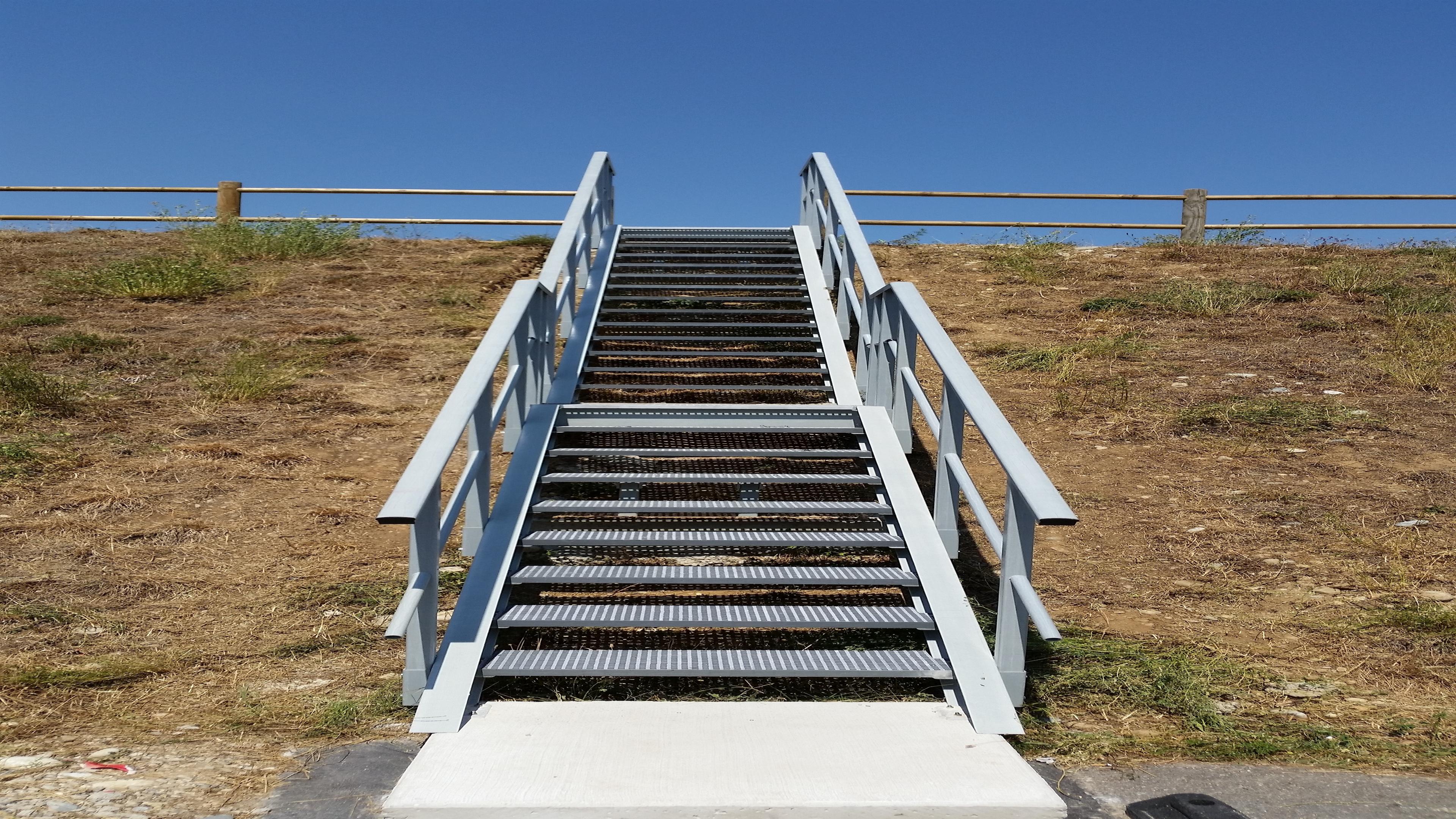 escalier composite escalier prv escalier resine polyester escalier fibre de verre. Black Bedroom Furniture Sets. Home Design Ideas